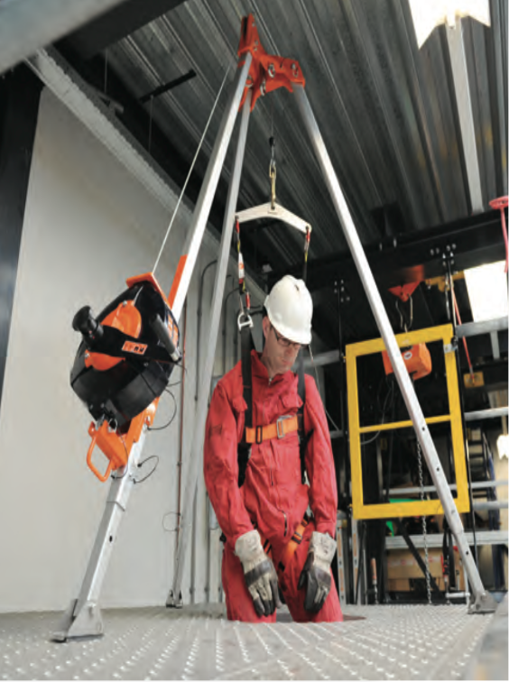 Basic Training Photos >> Confined Space Harness